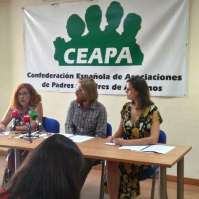 de izquierda a derecha Victoria León Girón Andrés Muñoz Rico e Inés Jordana